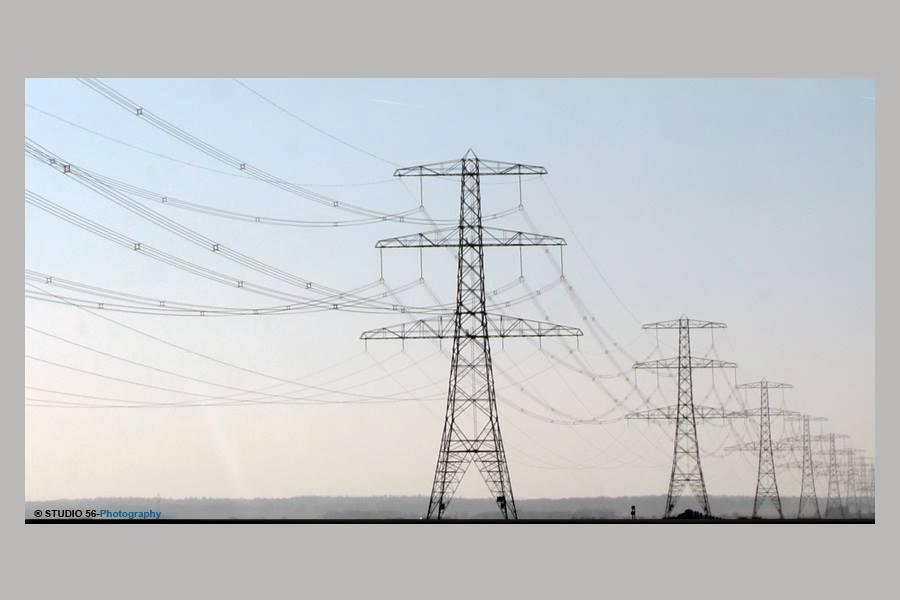 A1-Fotoclubs-Langs de snelweg-electriciteitsmasten